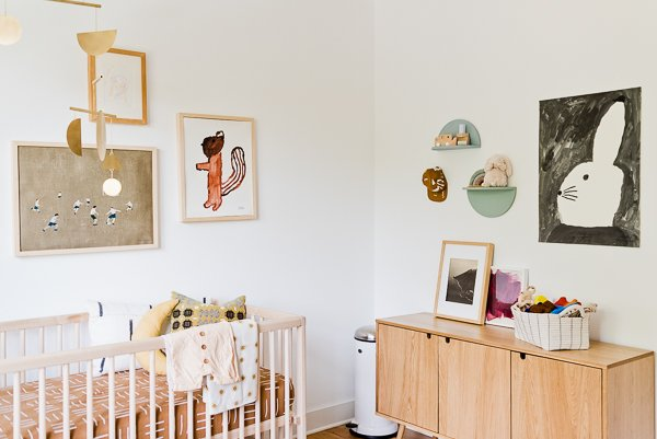 An organic modern nursery makeover. Click through for the full reveal (with before and after photos). #nursery #organicmodern #interiorhomedecor #roommakeover #babyroom
