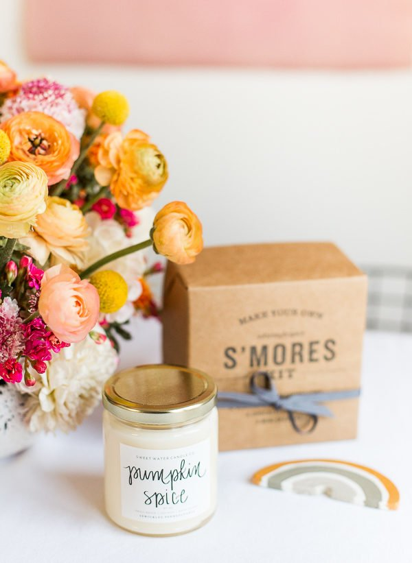Hostess gift ideas for Thanksgiving and/or party favors for guests. #thanksgiving #tablescape #tabledecor #entertainingideas #thanksgivingentertaining #thanksgivingdiy