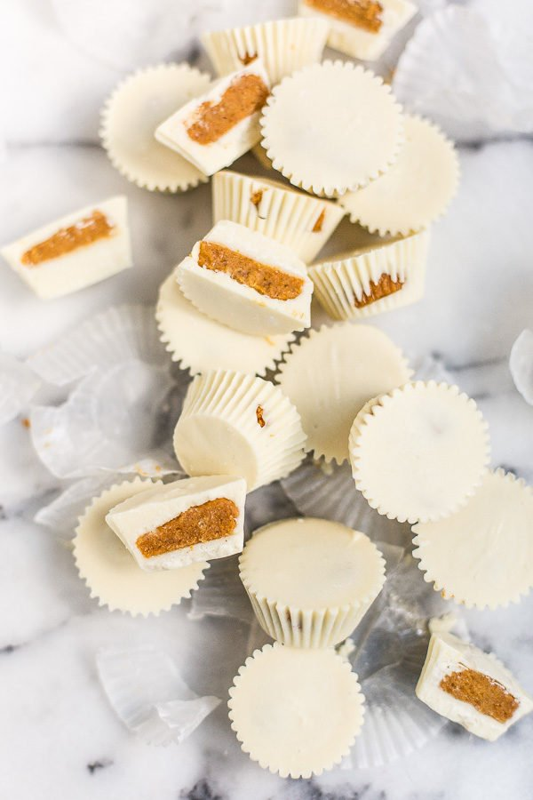 Yum! White Chocolate Pumpkin Pie Candy Cups Recipe for Fall! #fallrecipe #dessertrecipe #candy #candyrecipe #pumpkinpie #pumpkinspicerecipe #pumpkinrecipe #thanksgiving #thanksgivingrecipe