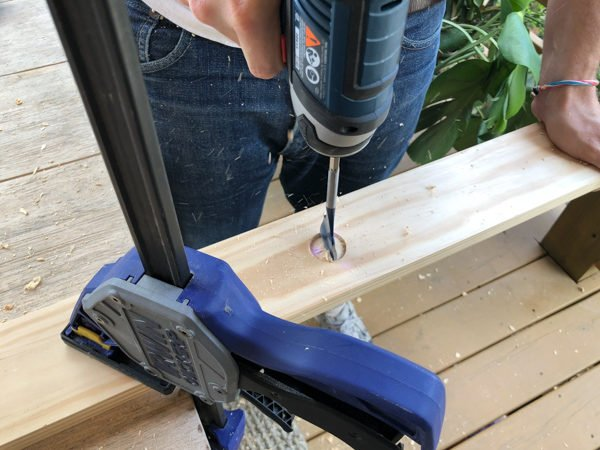 How to Make a Wood DIY Peg Rail Organizer. Click through for the tutorial. #woodproject #wooddiy #diyidea #diyproject #diywallhooks #wallorganizer