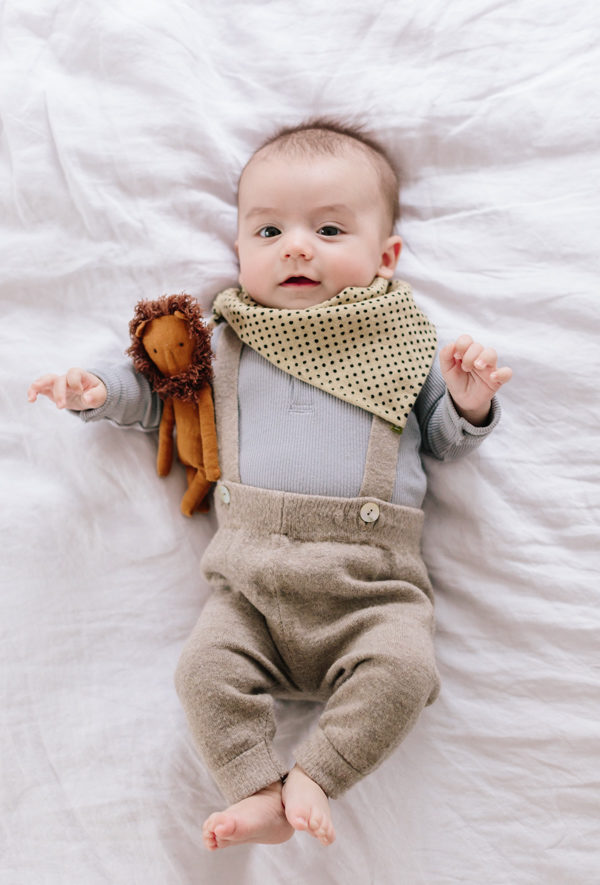 How to Make a DIY Bandana Bib for Your Little One #baby #diy #diybaby #bib #babyclothes