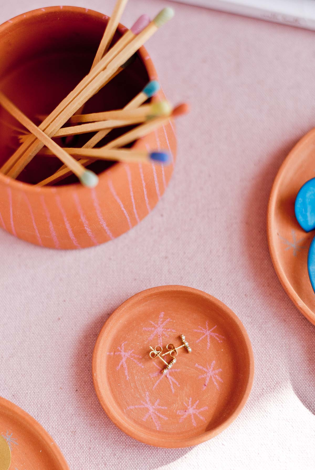 Let's Dish: A Simple DIY Jewelry Dish / Trinket Tray. #jewelry #diy #diyhome #terracotta #homedecor