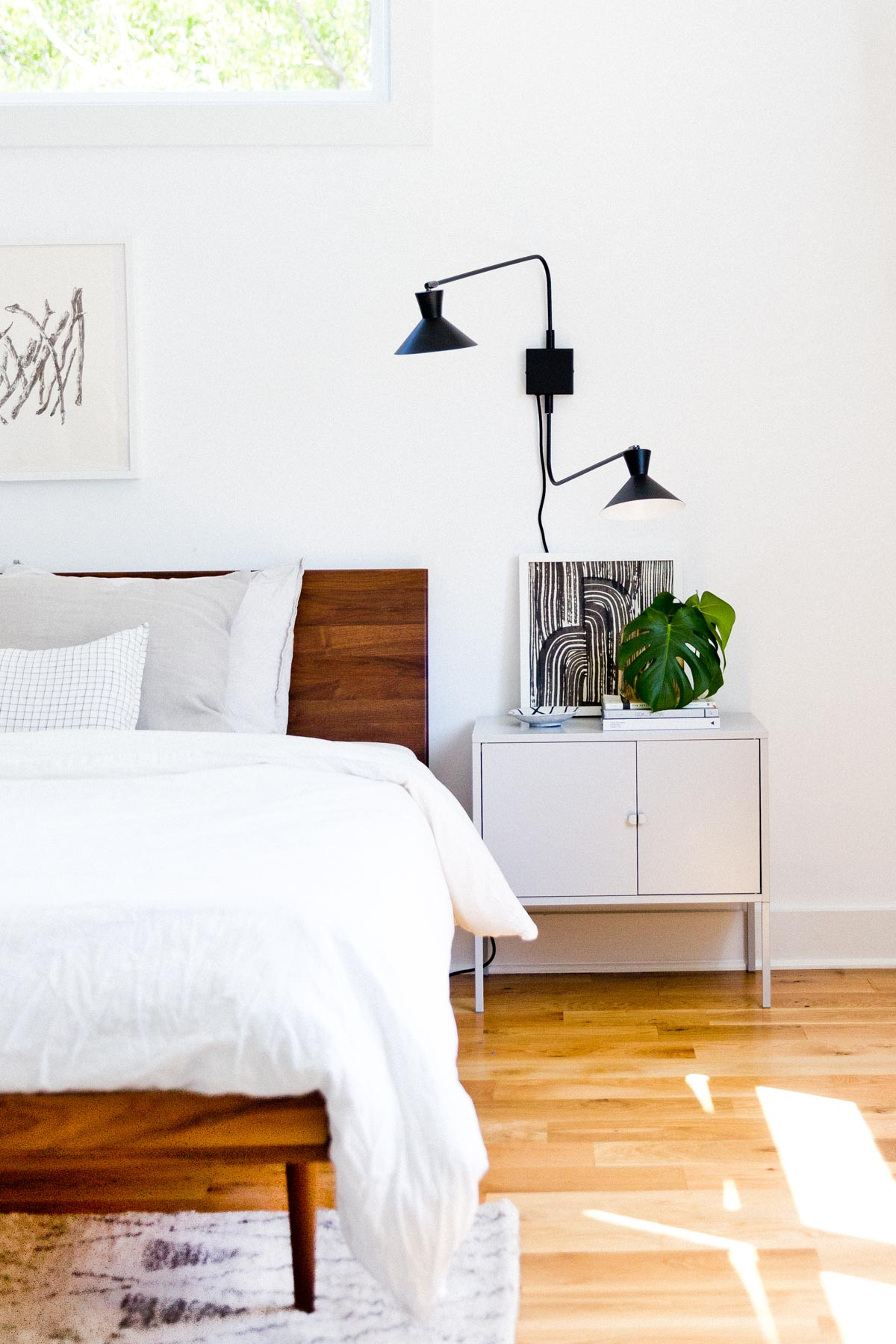 The Minimal(ish) Guide To Styling Your Nightstand. #masterbedroom #organicmodern #nightstand #roomstyling #interiors