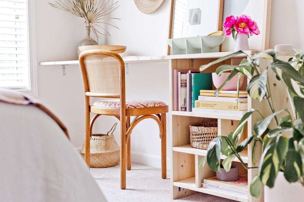 How to Build a Minimal Modern Desk with Storage for Under $100 #diy #diyfurniture #diydesk #desk #organicmodern #moderninterior #wooddesk #workspace #deskinspiration