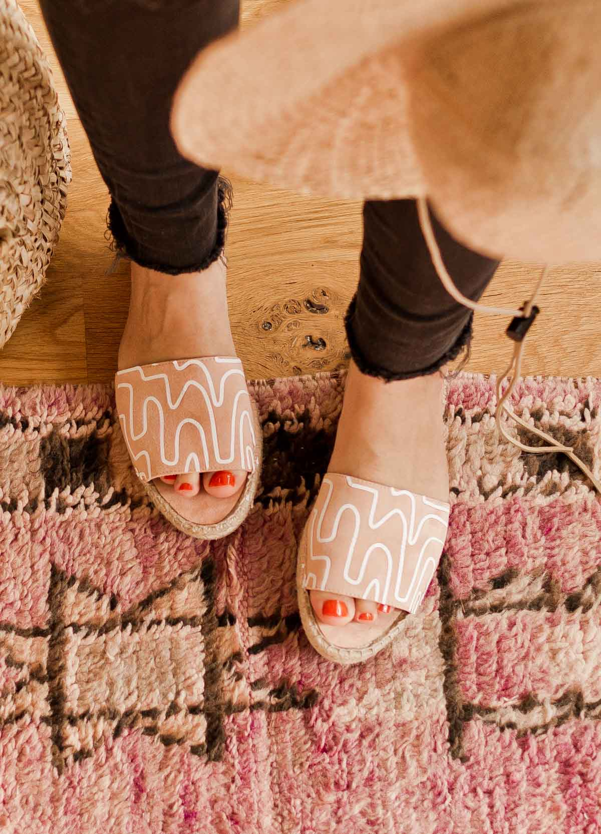 DIY Sandals Idea: Give old sandals new life with a quick (and easy) makeover. Click through for the tutorial AND free downloadable patterns to add unique prints to nearly anything you can think of. #diy #diysummer #summer #summeraccessories #sandals