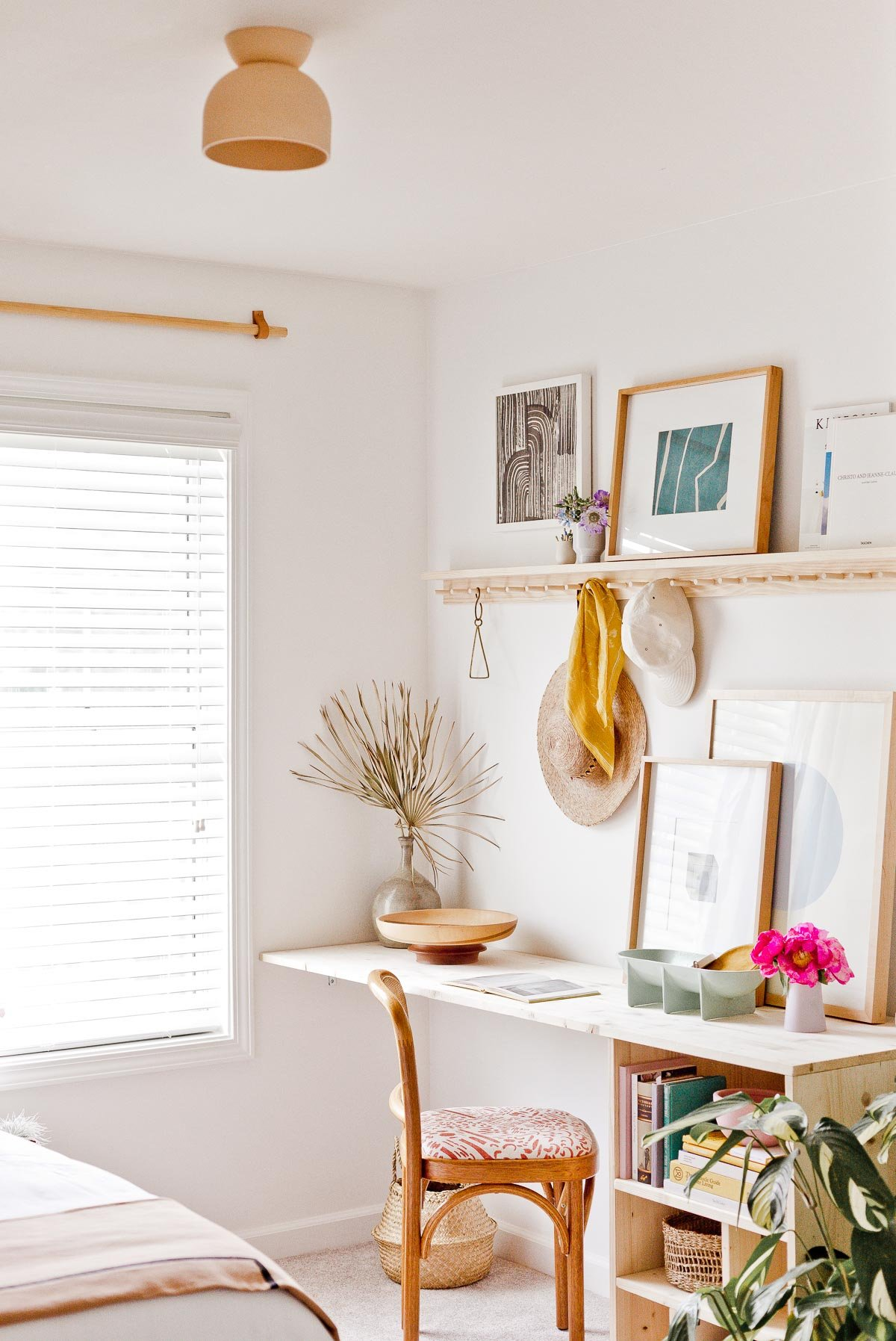 Learn how to build a simple, modern desk like this one for under $100. And explore this home office / guest room makeover designed by Brittni Mehlhoff of Paper and Stitch. #diy #diyfurniture #diydesk #desk #organicmodern #moderninterior #wooddesk #workspace #deskinspiration