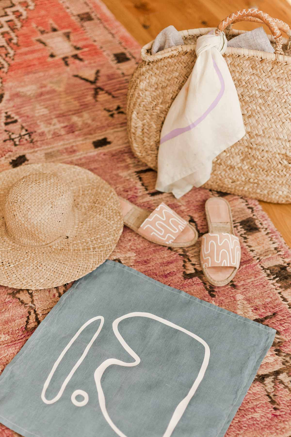 DIY Summer Accessories Idea // Give old sandals and summer bandanas new life with a quick (and easy) makeover. Click through for the tutorial AND free downloadable patterns to add unique prints to nearly anything you can think of. #diy #diysummer #summer #summeraccessories #sandals #bandana #abstractprint