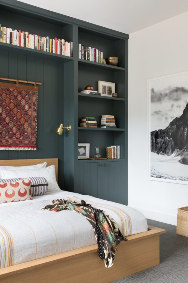 Create a cool headboard to keep all your bedtime reading more organized. For more organizational tips for taming the clutter, click through. #getorganized #organization #organized #organizationalideas #cozybedroom
