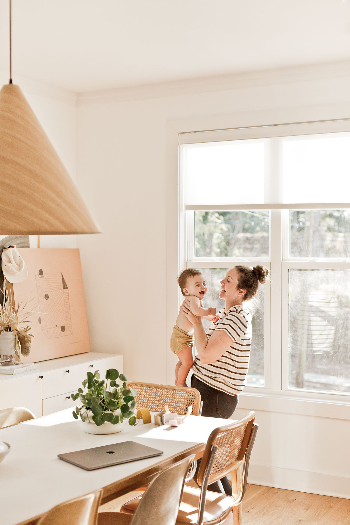 Hanging out with Brittni Mehlhoff of Paper and Stitch at home with her son. #modernhome #organicmodern #diningroom #californiastyle #midcenturystyle