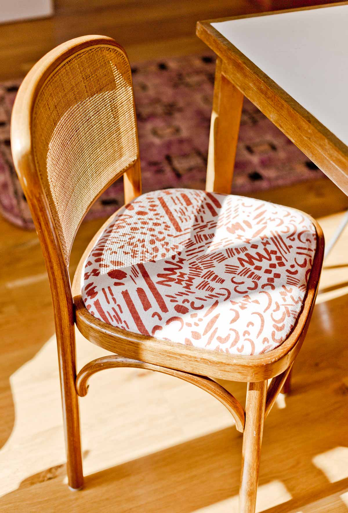 Learn how to reupholster a fabric seat chair (dining room chairs) with really cool printed fabrics. Click through for the detailed tutorial that shares the step by step process (with photos of each step). #reupholstery #diy #chairs #diningchairs #jennypennywood #diyfurniture