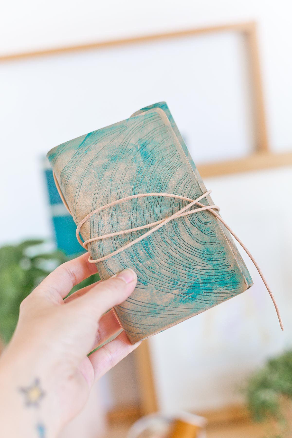 Make an embossed (and dyed) leather notebook like this with just a few supplies. You can even create your own pattern. #diy #leatherdiy #notebook #backtoschool #diynotebook #leather