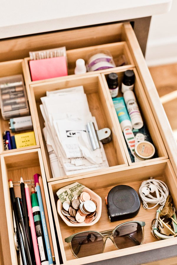 How to Organize Your Junk Drawer Once and For All (in 5 Minutes)! #organization #junkdrawer #organized #organizedjunkdrawer #getorganized