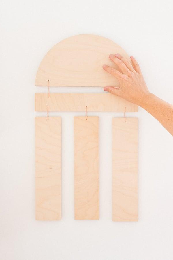 DIY Home Decor Project! Click through to make your own (reversible) DIY wood wall hanging. #diy #diyart #wallhanging #wood