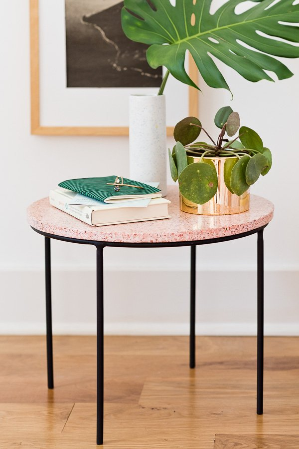 How to make a unique modern side table with loads of style (It's terrazzo). Click through for the tutorial and all the sources you'll need to make your own. #sidetable #diyhome #diydecor #diyfurniture #weekendproject #pinkhomedecor #guestbedroom #organicmodern #minimalmodernhome #terrazzo