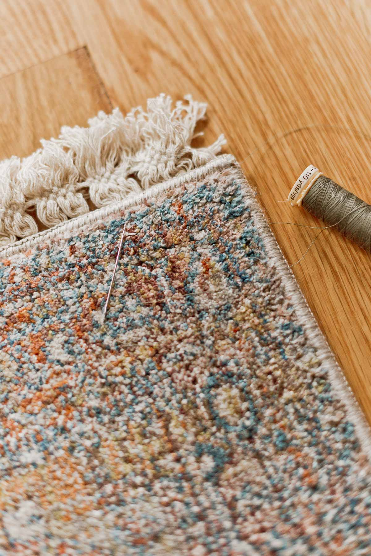 DIY Rug Hack: How to Upgrade an Inexpensive Rug for $10 (in under 10 Minutes) #diy #diyrug #rug #homedecor #diydecor #sewing