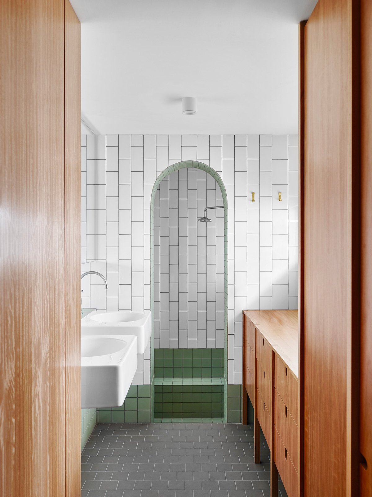 I love how this bathroom from Owen Architecture brings a lot of attention to the arch way by using squared tiles and sharp edges everywhere else. #arch #designtrend #interiors #organicmodern #bathroom #tilebathroom #archdoorway