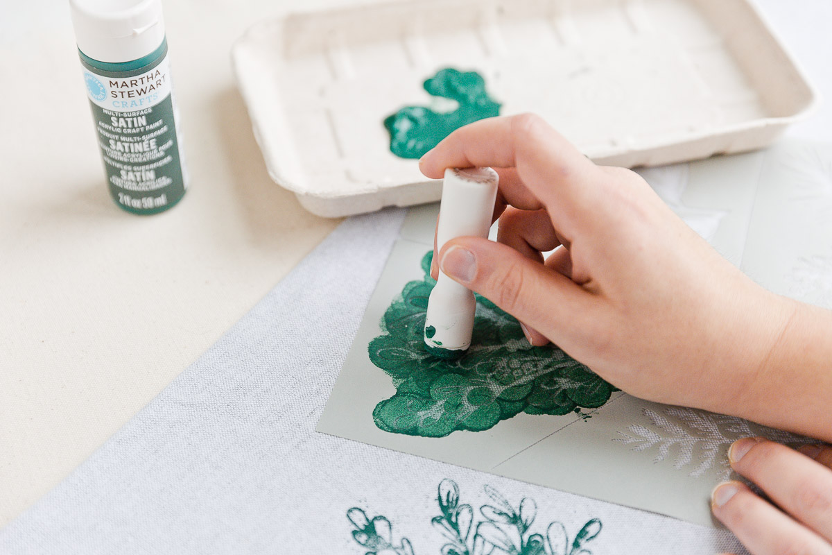 Continue stenciling floral pattern over the fabric napkin